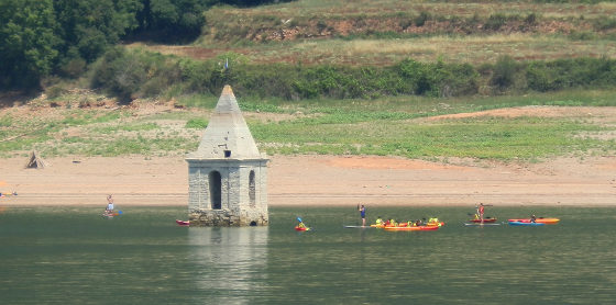 Panta de Sau canoeing by church