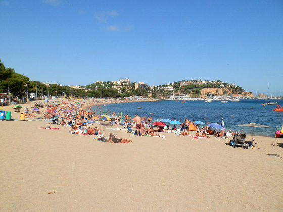 Sant Feliu de Guixols town beach and port